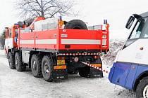 Dvě jednotky hasičů vyjelo v pondělí 28. ledna po poledni k nehodě linkového autobusu ve Staré Vsi. Hasiči vyprošťovali čtyři cestující a řidiče.