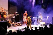 Skupina Monkey Business vystoupí po osmi letech opět vystoupí na frenštátském festivalu Horečky fest. Tentokrát už ale bez zpěvačky Tonyi Graves.