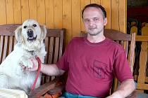 Karel Jurčák z Kunína zažil povodně již podruhé. Od roku 1997, kdy mu velká voda zaplavila sklep, pojištěn proti povodním nebyl. Dnes, kdy má škody na majetku více než milion korun, jej však možná už ani nepojistí.