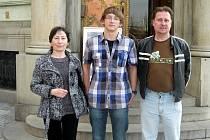 Miroslav Eliáš (na fotografii uprostřed) v Praze dokázal, že patří k nejlepším němčinářům v naší zemi.