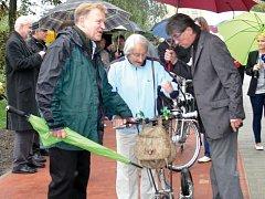 V Kopřivnici mají k cyklistice velmi kladný vztah. Jednu z cyklotras před lety otevírala Dana Zátopková.