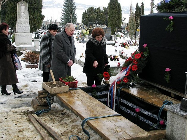 S nejstarším mužem Novojičínska se v úterý 24. února odpoledne rozloučili příbuzní a veřejnost. Bývalému legionáři složili poctu také zástupci armády.