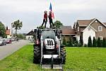 Prchalovské dožínky zpestřila také spanilá jízda traktorů.