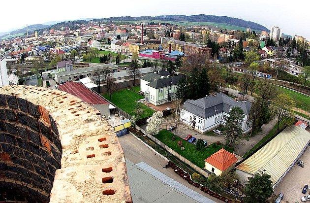 Záběr z komína bývalého vojenského areálu vŠenově u Nového Jičína. Ilustrační foto.