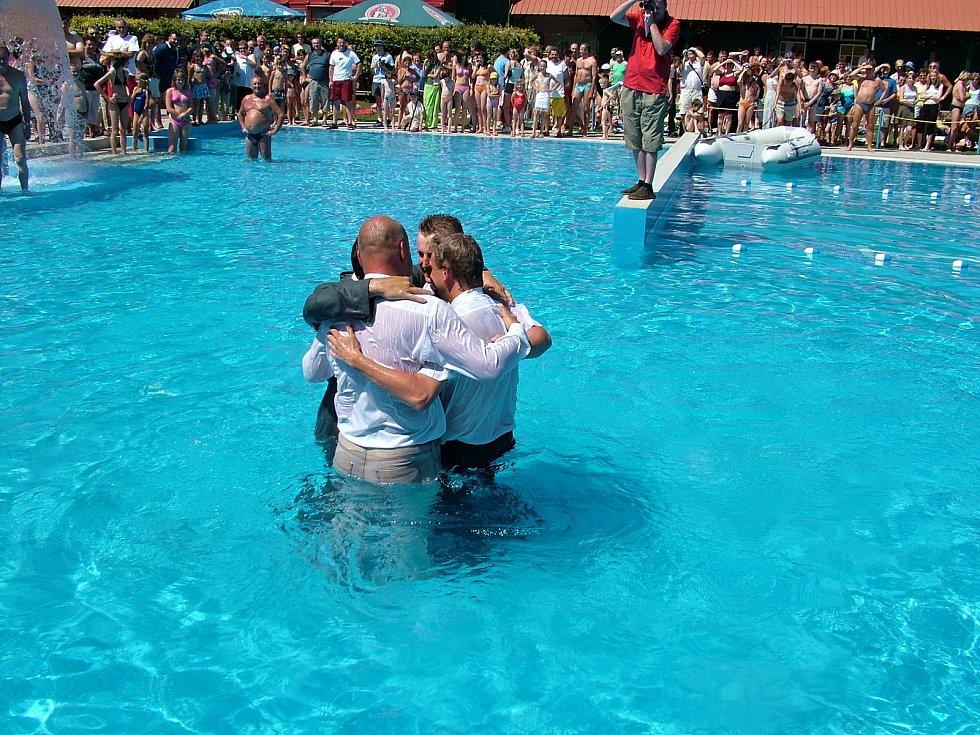 To bylo slávy!!! Psal se 5. červenec 2006 a v Libotíně, části Štramberku otevírali koupaliště po rekonstrukci.