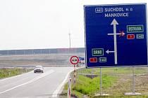 Vjezd na dálnici ve směru na Ostravu je u Mankovic stále uzavřen.