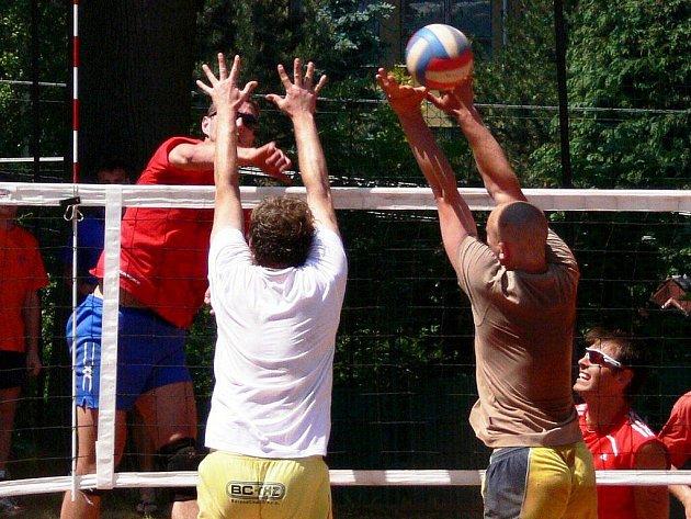 Volejbalový turnaj v Hodslavicích stále láká mnoho vyznavačů tohoto sportu.