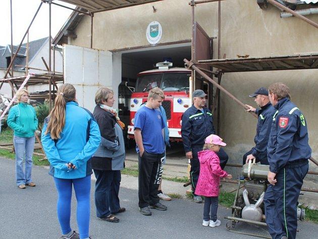 Na svou cisternu jsou hasiči z Vrchů pyšní. Dostali ji za symbolickou cenu po povodních od hasičů ze Studénky-Butovic. Auto už jim mnohokrát pomohlo během zásahů.