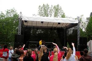 Nejmladší organizátor charitativních akcí, Robin Suchánek uspořádal v Kopřivnici koncert. Hudební show se zúčastnili klienti denního stacionáře Kopretina ve Vlčovicích, kterým výtěžek z akce poputuje.
