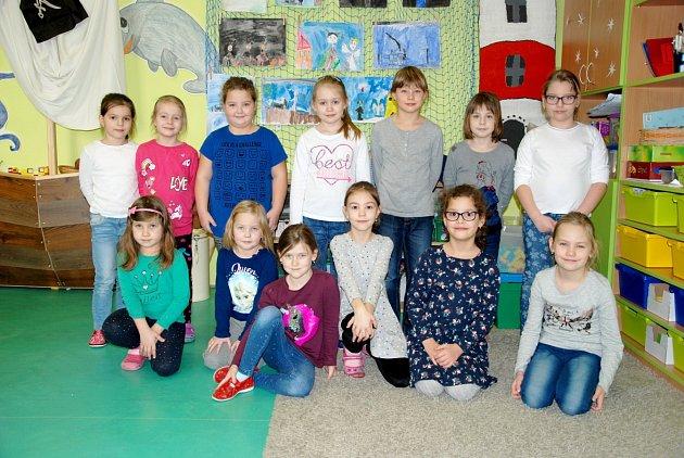 Dívky zprvní třídy ze základní školy vJistebníku.