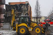 Dům zřejmě úmyslně vyhodil do vzduchu problémový obyvatel. Šest lidí zemřelo a 11 bylo zraněno.