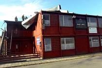 Poničená střecha ve Frenštátu pod Radhoštěm.