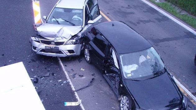 Na nechvalně proslulé silnici I/48 u Starého Jičína se opět bouralo. Vážná dopravní nehoda si tam v pátek 22. května vyžádala pět zraněných osob.