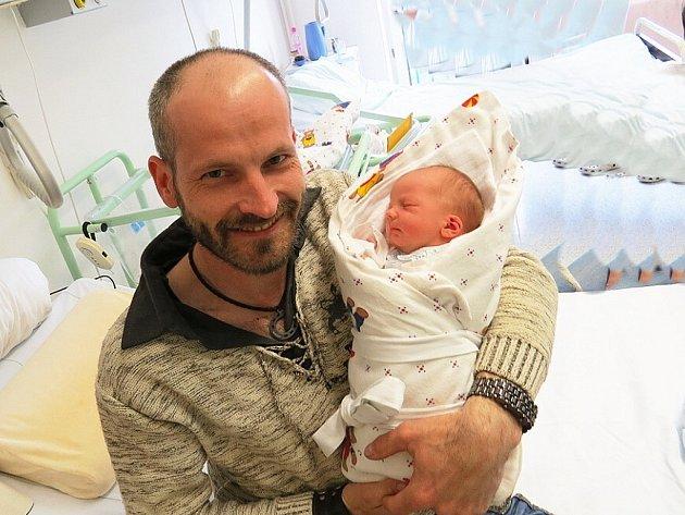 VELEN KOCIÁN, Ženklava, nar. 22. 4. 2013, 45 cm, 2,46 kg. Nemocnice Frýdek-Místek.