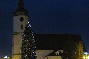 Bílovecký vánoční strom je zrovna příkladem přirozené zeleně centra města.
