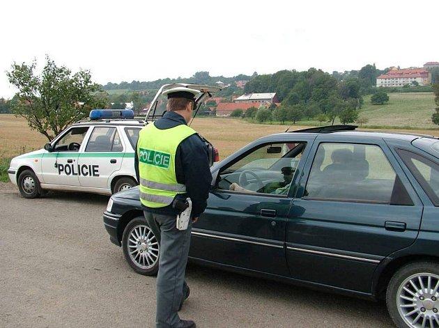 Stále častěji při kontrolách policisté zjišťují, že řidiči usedají za volant pod vlivem alkoholu.