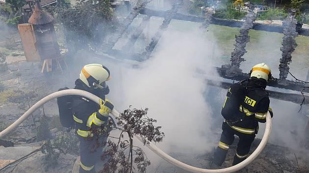 V Bílovci na Novojičínsku hořely včely. Škoda je za 120 tisíc.