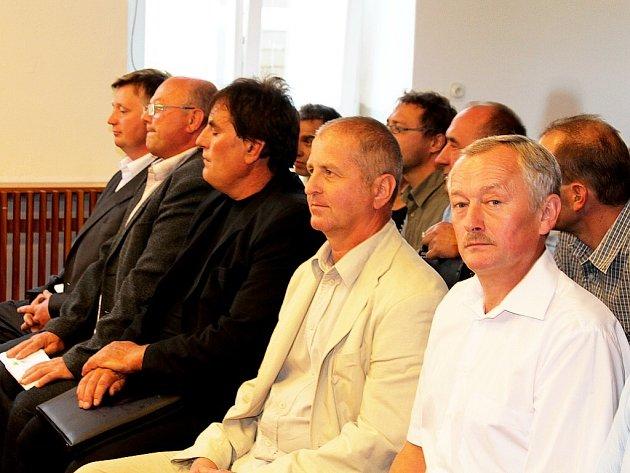 Třináct bývalých zastupitelů Hladkých Životic usedlo na lavici obžalovaných u Okresního soudu v Novém Jičíně. Ilustrační foto.