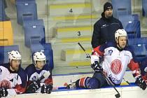 KOPŘIVNIČTÍ hokejisté se budou snažit stopnout pět proher v řadě v předsilvestrovském domácím utkání, ve kterém hostí Valašské Meziříčí.