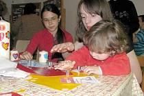 Programy některých kostelů myslí také na to, že 1. červen je také Den dětí, a tak uspořádaly různé tvůrčí dílny, kde si mohou něco hezkého vyrobit. Tak tomu bylo například vloni v kostele ve Veselí u Oder.