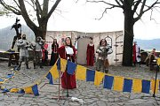 Desítky lidí mířily v sobotu 8. dubna na hrad Trúba, který se pne nad Štramberkem. Ve dvě hodiny odpoledne se na dolním nádvoří objevili šermíři, kteří svedli urputný boj.