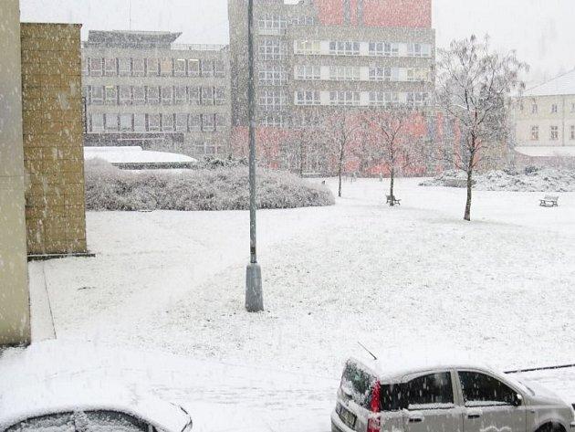 Silné sněžení překvapilo ve středu také Novojičínsko.