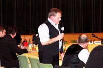 Zastupitel Václav David ve chvíli, kdy oznámil, že zvažoval, že se vzdá mandátu.
