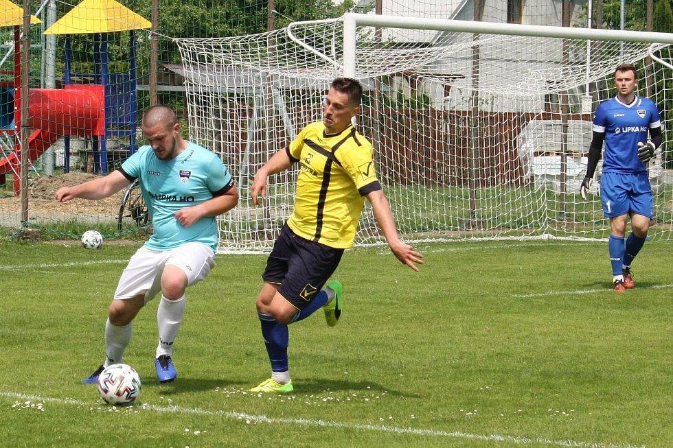 Fotbalisté Všechovic (ve žlutém) proti Frenštátu pod Radhoštěm.