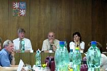 Starosta Fulneku Josef Dubec (vpravo) skládá funkci.