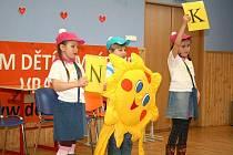 Děti ze ZŠ Raškovice obhajovaly svou učitelku Naděždu Koperovou s největším nasazením.