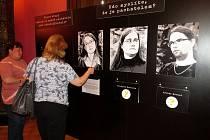 Nalezené tělo mrtvé mladé ženy je ústředním motivem interaktivní výstavy, která je v současnosti k vidění v Lašském muzeu v Kopřivnici.