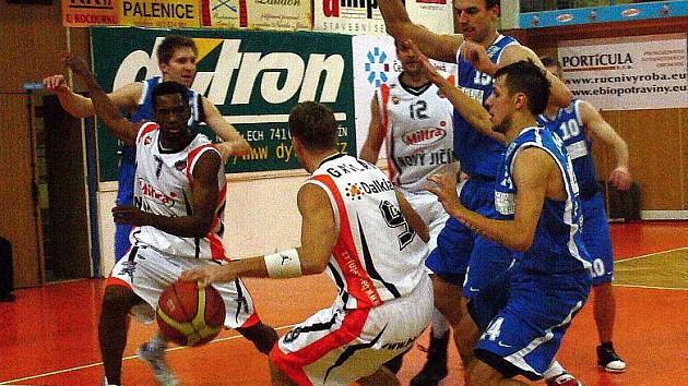 Basketbalisté Nového Jičína v derby utkání 26. kola Mattoni NBL přivítali Opavu.