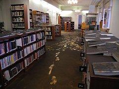 Jen sanace prostor knihovny vyšla na 350 tisíc korun a zdaleka nejde o jediné náklady na plnou obnovu zařízení.