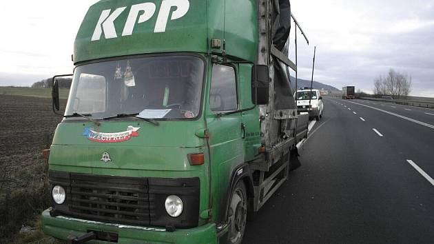 Avii upadly za jízdy kola na silnici I/48 u Starého Jičína.