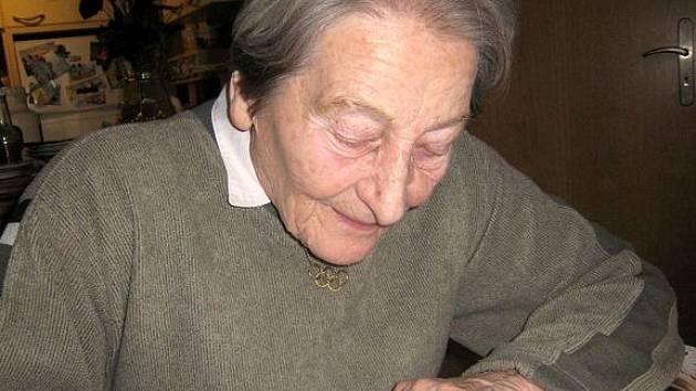 Olympionička Dana Zátopková věnovala kopřivnickému muzeu milion korun.