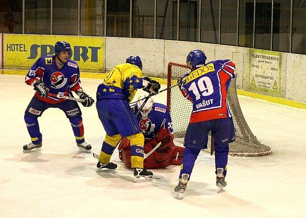 Hokejisté HC Gedos Nový Jičín v prvním kole části sudá - lichá II. ligy, skupiny Východ, přivezli bod z ledu Štenberka za prohru 4:5 po samostatných nájezdech.