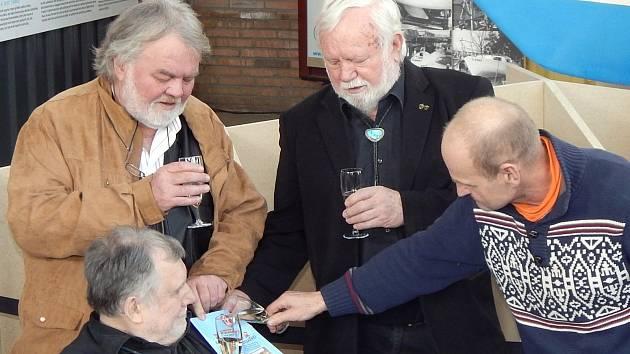 Komiks o Richardu Konkolském pokřtili Milan Švihálek, Oldřich Hyvnar, Richard Konkolski a Víťa Dostál.