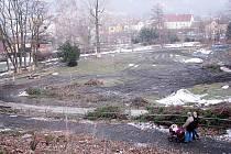Nelichotivý pohled na vykácený park v Odrách.