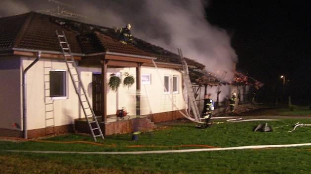 Přibližná škoda kolem čtyř milionů korun vznikla na rodinném domě Karla Lopraise v Tiché na Novojičínsku.