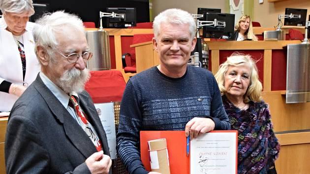 """Tři žáci a jeden pedagog z příborského gymnázia získali ocenění v soutěži """"Masaryk do škol""""."""