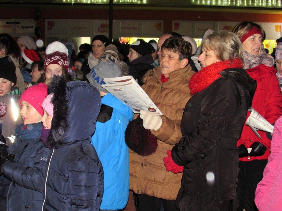 Ve Studénce se zpívaly koledy na náměstí Republiky.