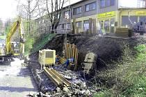 Práce na mostu přes řeku Lomná na Střelniční ulici ve Frenštátě pod Radhoštěm už začaly.
