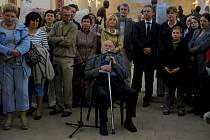 V pátek 1. června proběhla ve Fulneku komentovaná prohlídka sochaře Olbrama Zoubka. U této příležitosti dostal plastiku, kterou vytvořil kdysi do českobratrské modlitebny a myslel si, že je ztracená.
