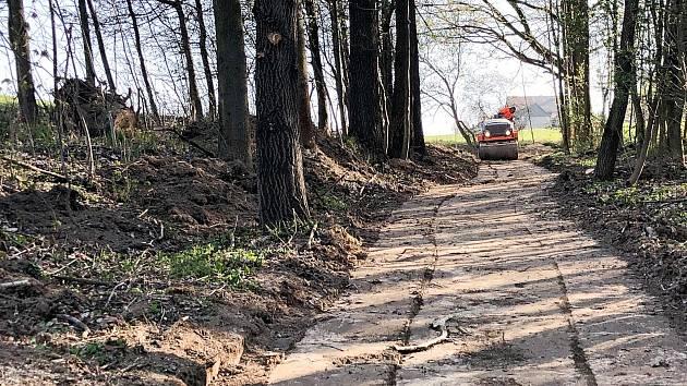 Práce na spojnici mezi Slatinou a Ohradou jsou v plném proudu.