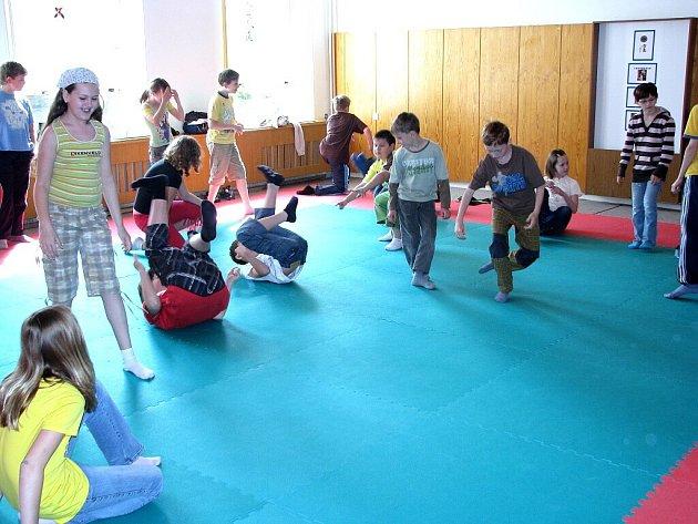 Den dětí bez úrazu se jmenovala akce, kterou ve čtvrtek dopoledne absolvovali čtvrťáci a páťáci šesti škol na Novojičínsku ve Středisku volného času Fokus Nový Jičín.