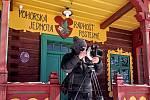 Provozovatele Czech-American TV zaujal zejména první díl seriálu Po stopách o sochaři Albínu Poláškovi.