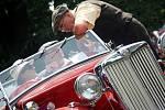 Milovníci historických vozidel se o první srpnové sobotě sešli na Memoriálu Jiřího Vaňka, který probíhal v překrásných kulisách kunínského zámku.