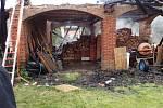 Ve Fulneku v úterý hořela střecha, škoda je za desítky tisíc, větším škodám zabránili hasiči.