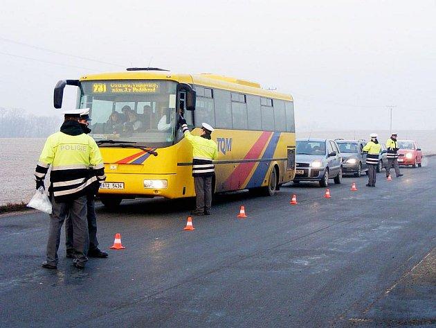 Policisté kontrolovali všechna projíždějící vozidla. Osmnáct řidičů nadýchalo, jeden z nich už dokonce měl zákaz řízení.
