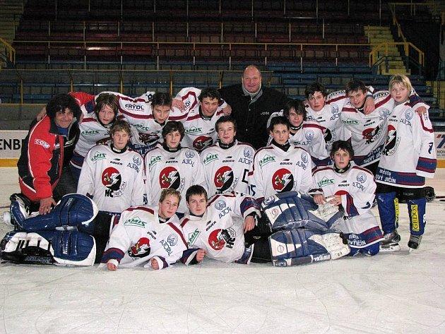 Mladí hokejisté Nového Jičína ovládli turnaj 8. tříd ve slovenských Piešťanech.